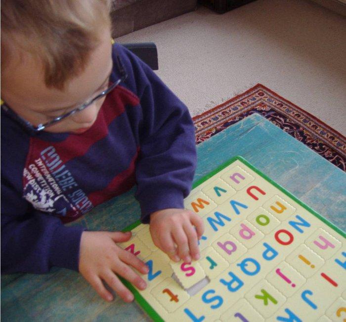 Как научить ребенка с синдромом дауна читать по слогам